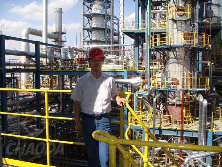 邱晓来在神华煤制油工程现场