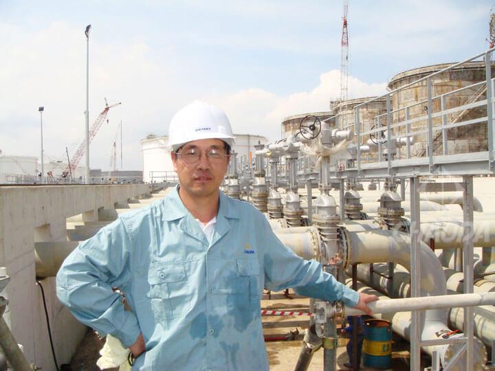 邱晓来在亚洲较大油库-新加坡UT油库工程